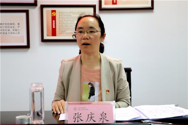 3学院党委委员、党委办公室主任张庆泉作培训.jpg