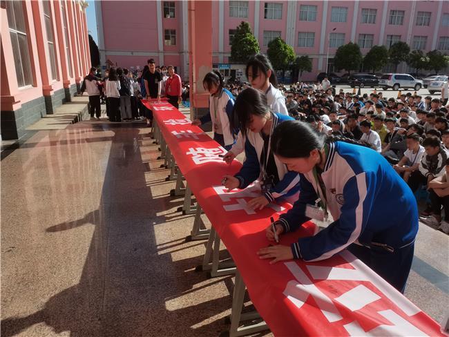 学生签名瞬间(二).jpg