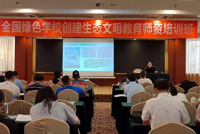 唐俊芬副主任在培训会上作经验交流.png